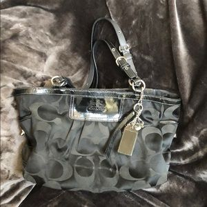 COACH black medium tote bag 🖤
